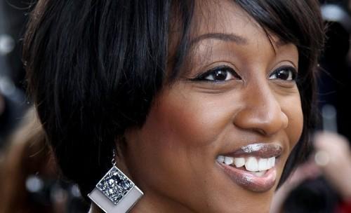 Nette kurze Bob-Frisuren für schwarze Frauen