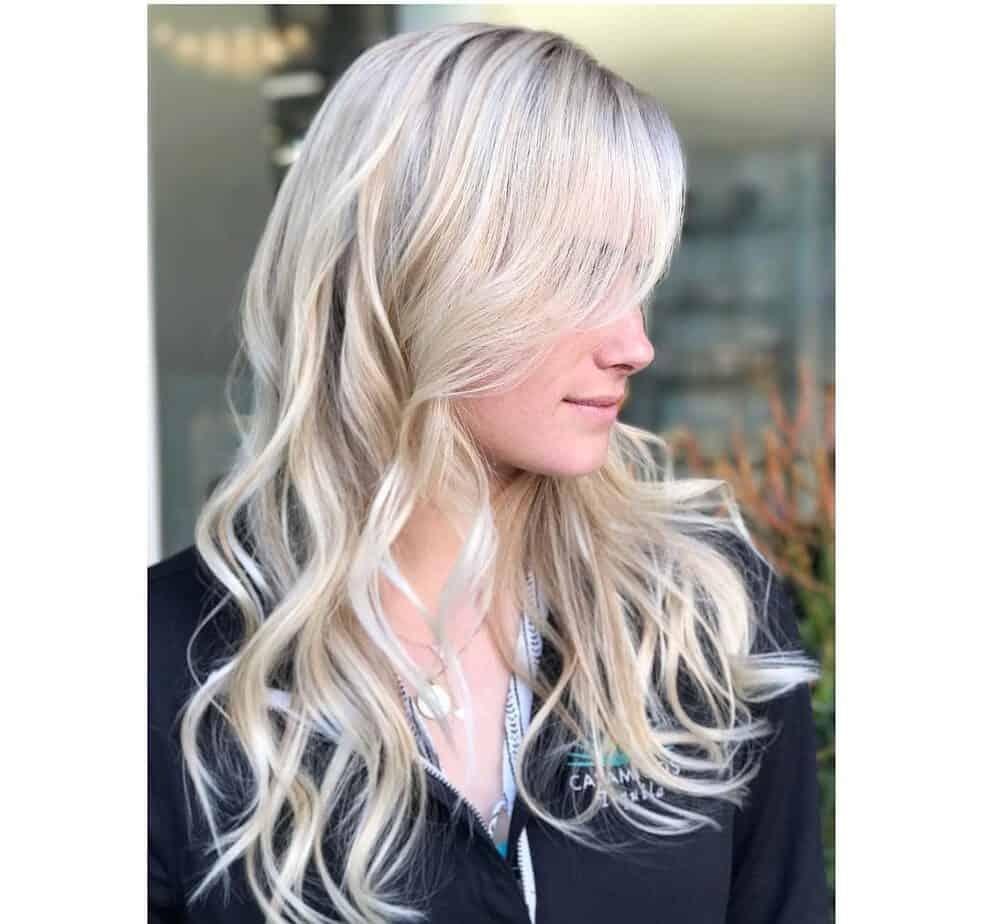 Blonde Haarfarbe 2020 mit Strandlocken und Wellen