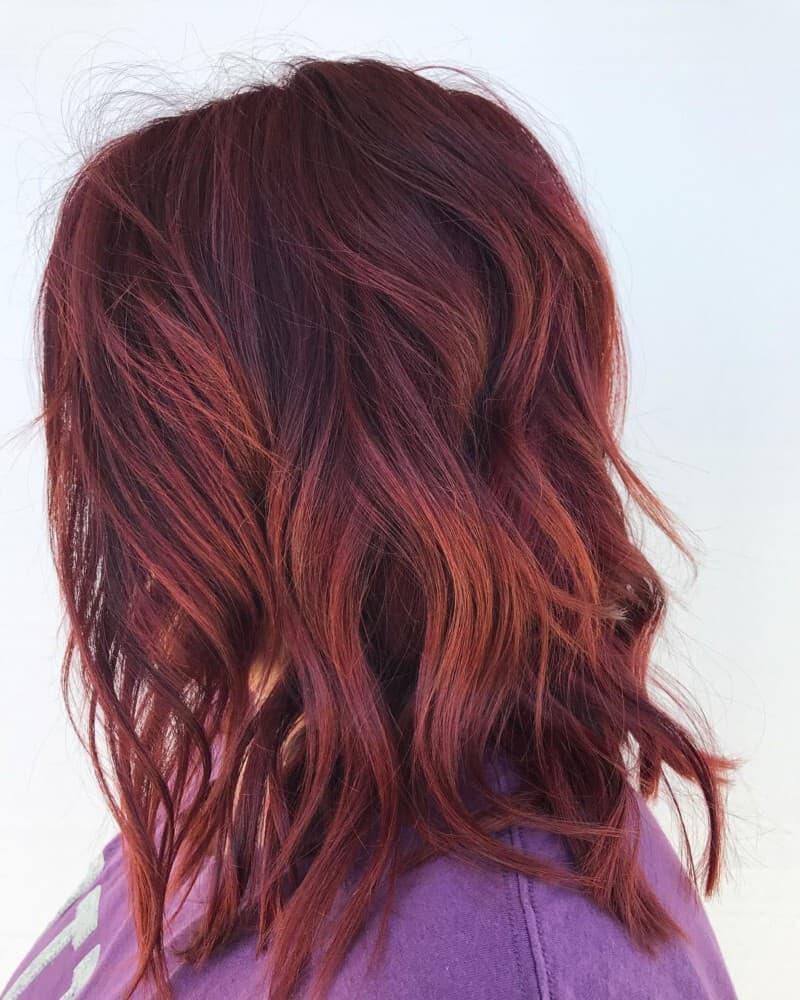 Rotes Haar kombiniert mit langem Bob-Haarschnitt 2020