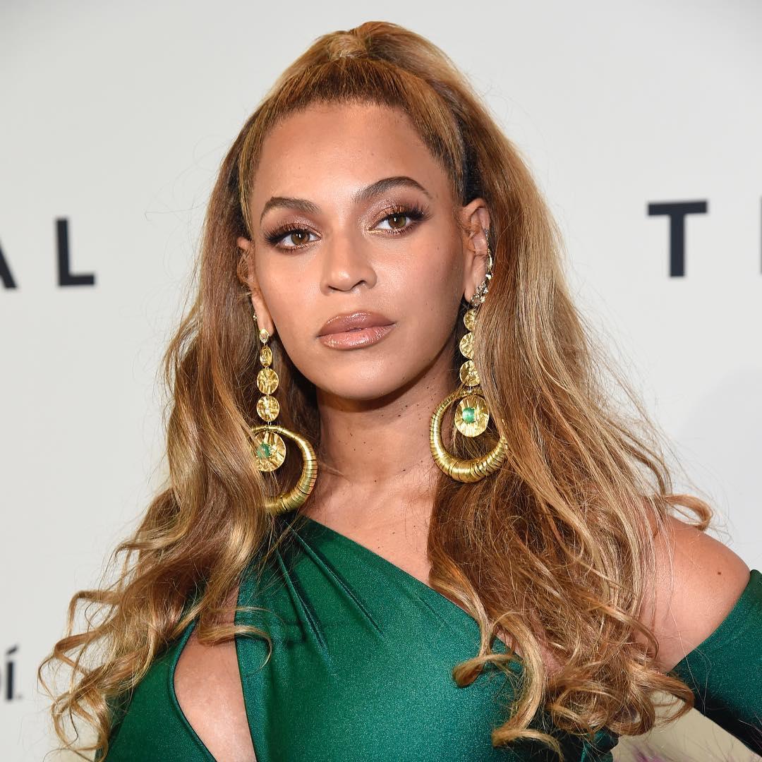 Beyonce halbe Hochsteckfrisuren 2018