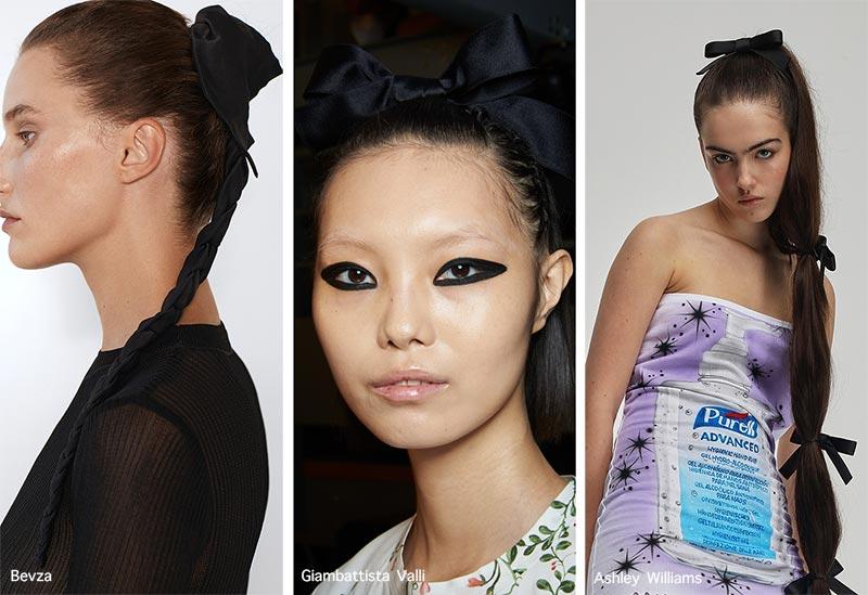 Frühjahr / Sommer 2021 Haarschmuck-Trends: Schwarze Bänder