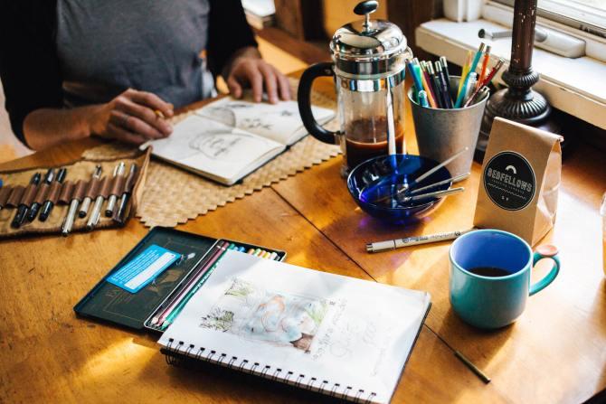 STYLECASTER | Airbnb-Erfahrungen | trinken und zeichnen