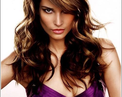 Lange geschichtete lockige Haarschnitte