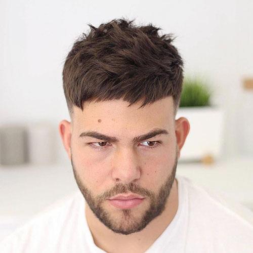 Kurze Guy-Frisuren