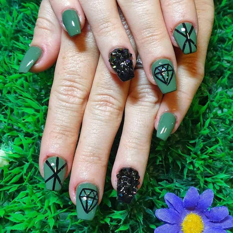 Dark nail polish trends 2020