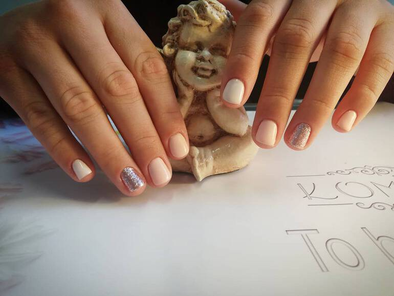 Classical nude nail color trends 2020