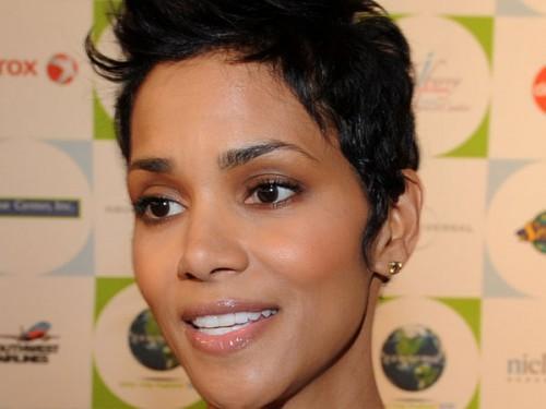 Beste kurze natürliche stachelige Frisuren für Afroamerikaner