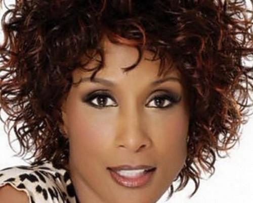 Lockige kurze Frisuren für schwarze Frauen Bild natürlich