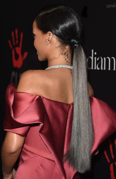 Rihanna langer Pferdeschwanz