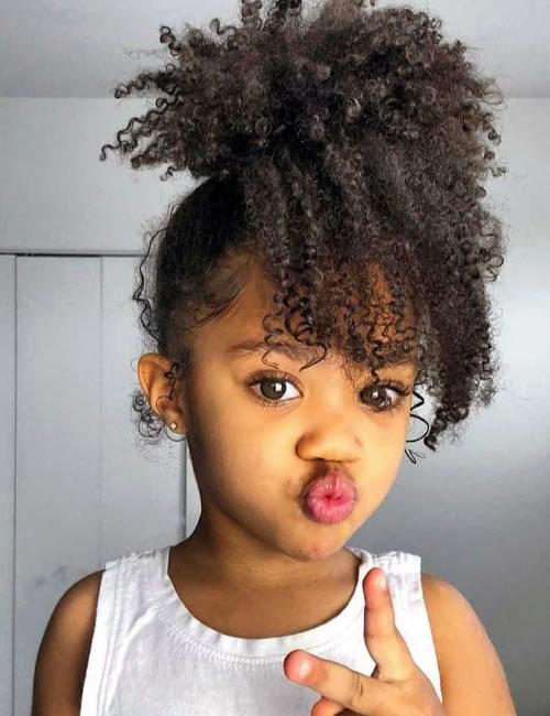Frisuren für kleine Mädchen für 2021-2022