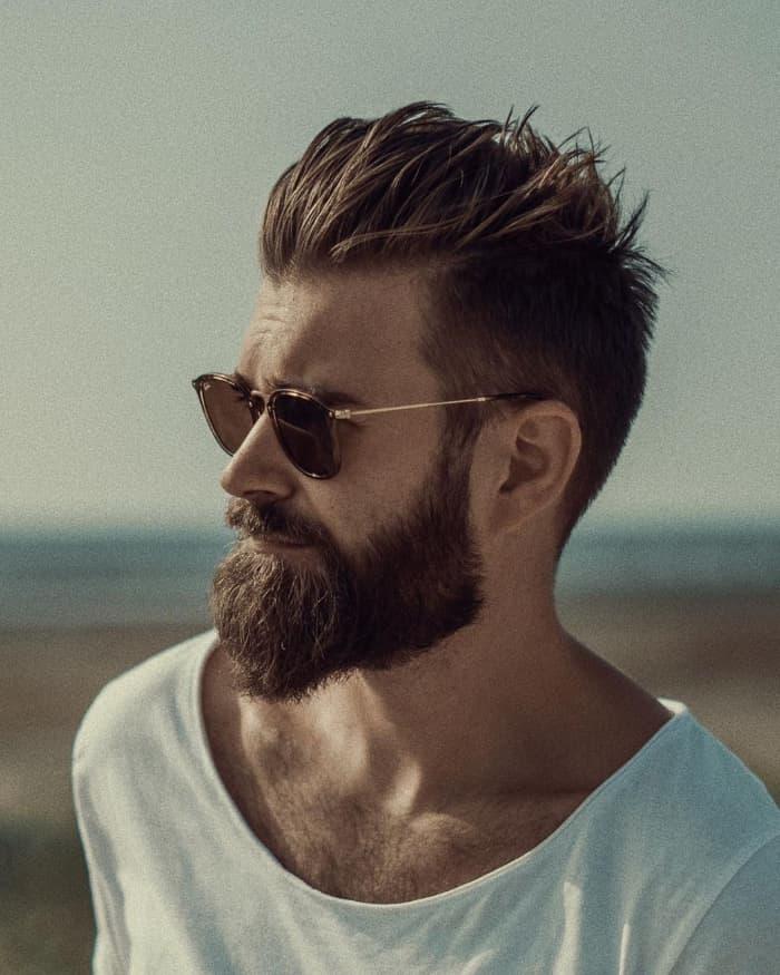 30 Frisuren für Männer mit Bart