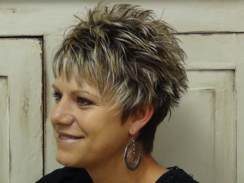 Kurze Spikey Frisuren für ältere Frauen
