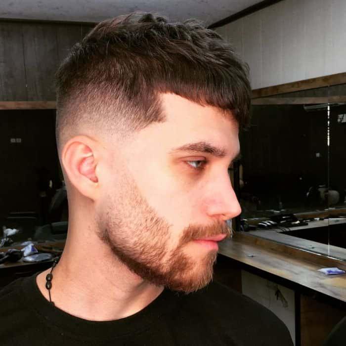 Mittel verjüngte Haarschnitte
