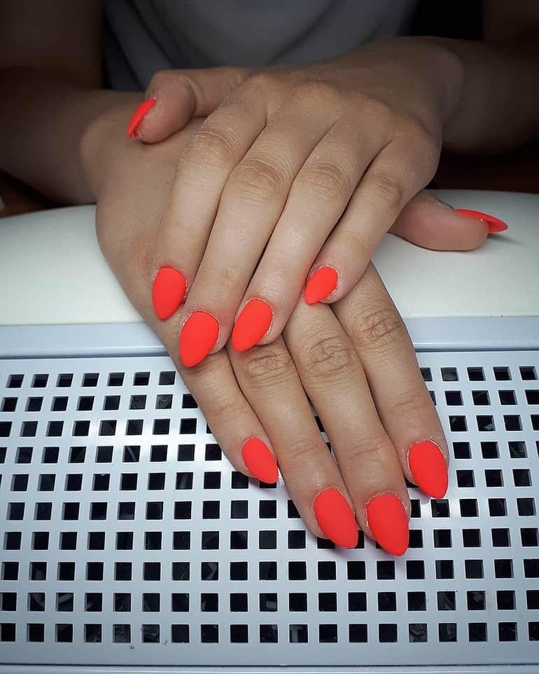 Coral nail varnish 2021