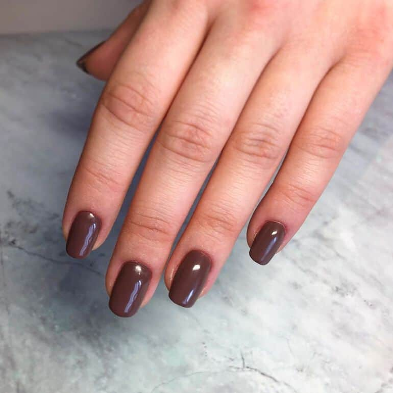 Nail polish colors 2021: brown hues