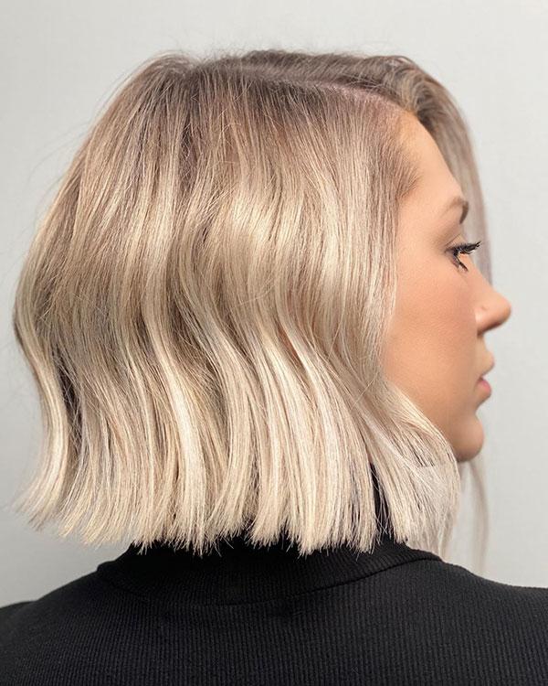 Kurze Haarschnitte auf blondem Ombre-Haar