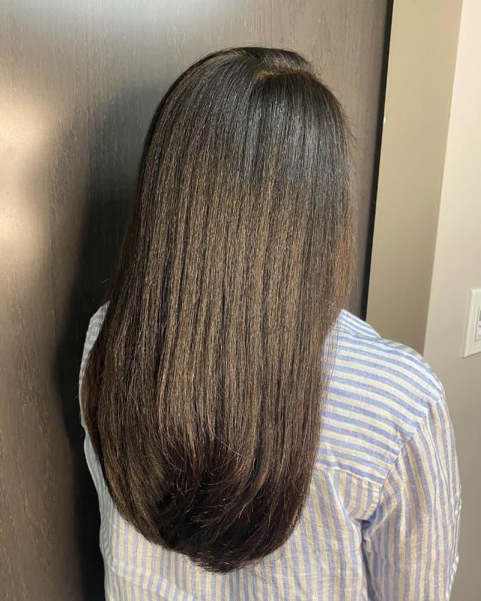 Einfacher Schnitt für langes glattes Haar