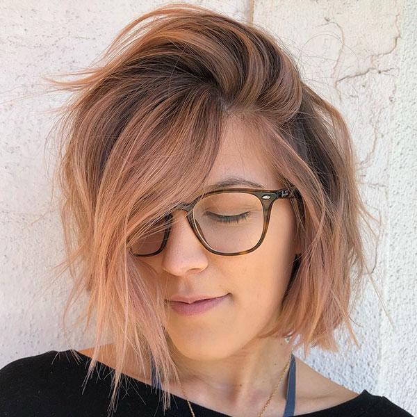 Kurze und unordentliche Frisuren