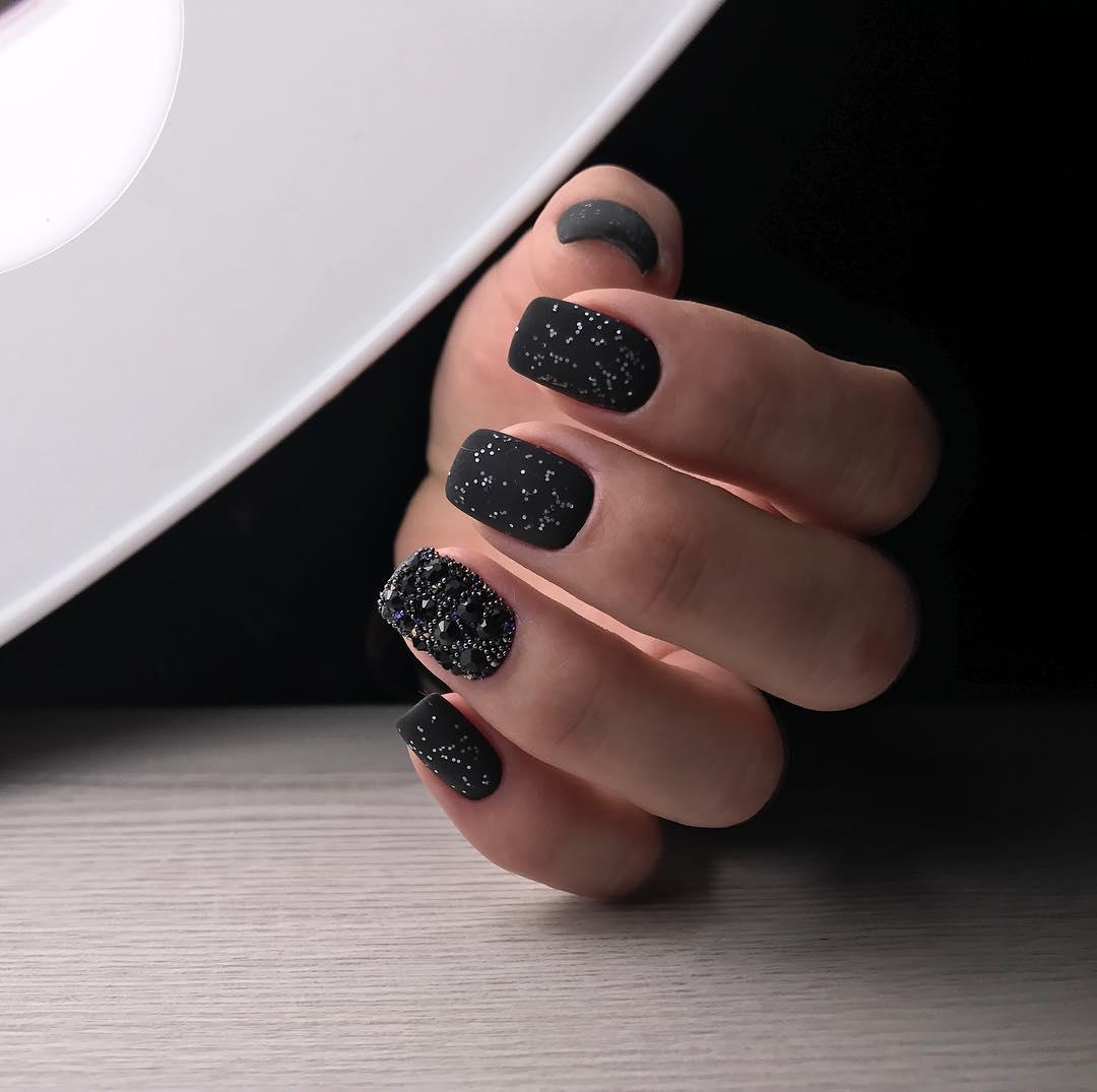 Black-Nail-Designs-2021-Mehrere-Tipps-um-stilvolle-Dark-Nail-Designs-2021 zu bekommen