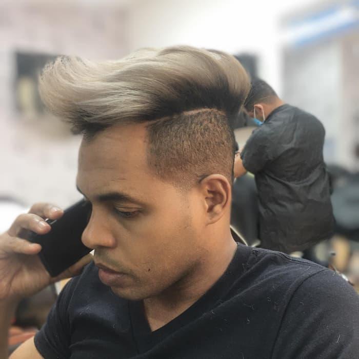 Konisches Haar mit langer strukturierter Bürste