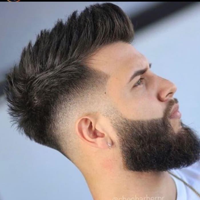 Mittlere Haut verblassen mit strukturiertem Haar