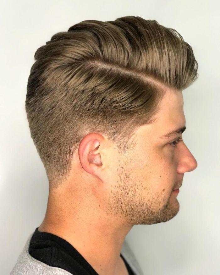 Seitenteil Pompadour Frisur + Mid Fade