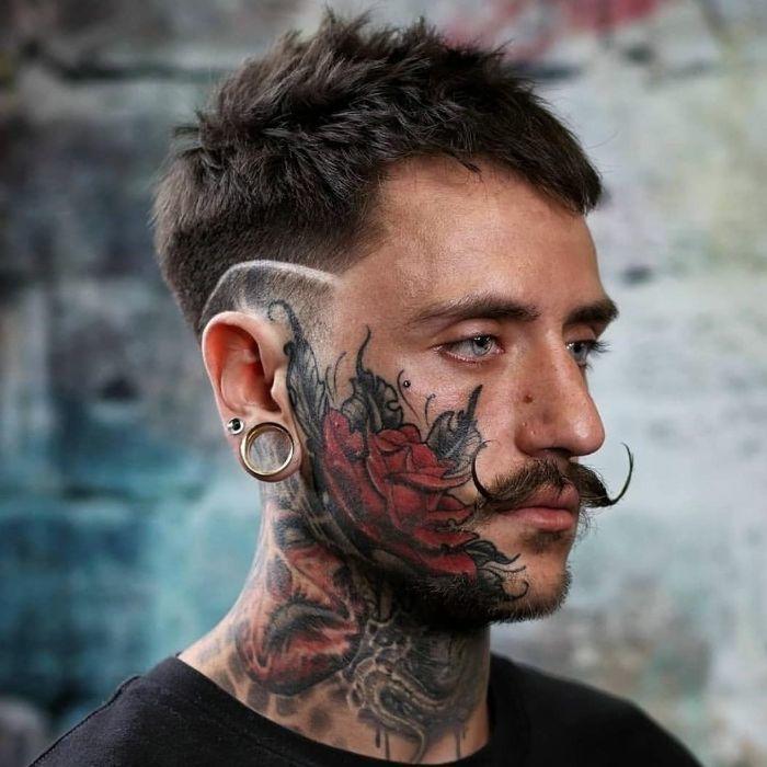 Hipster Hard Part Haarschnitt mit Schnurrbart