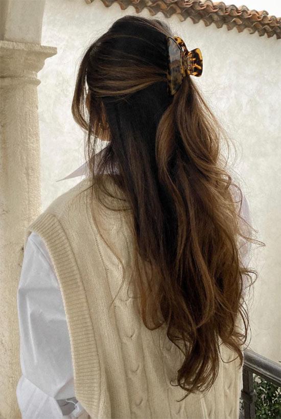 Wie man lockiges Haar entwirrt