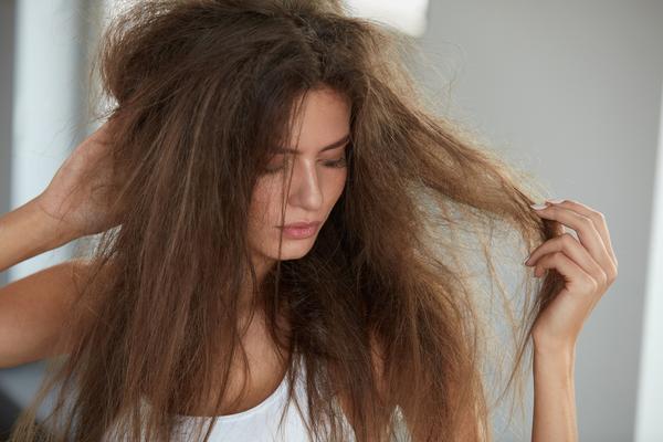 krauses Haar im Winter