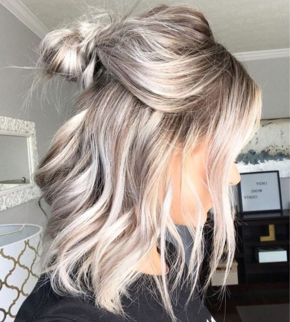kühle blonde Haarfarbe