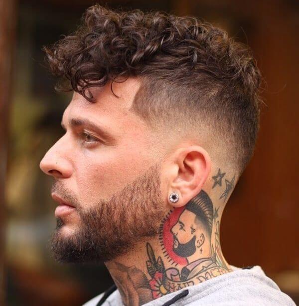 Mid Bald Fade Curly Up Top - Herrenfrisuren 2021