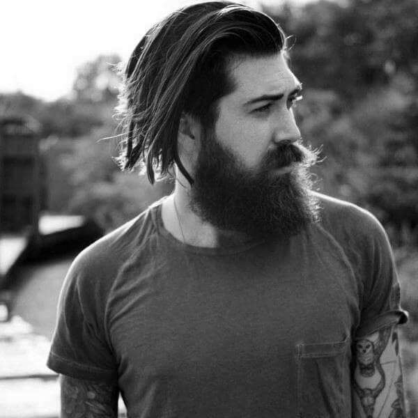 Lange Frisur für Männer mit Bart - Herrenfrisuren 2021