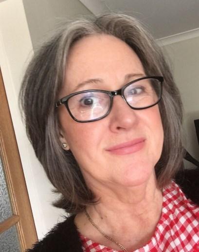 Frisuren mit Brille und grauem Haar