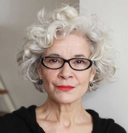 Kurzhaarfrisuren für natürlich gewelltes Haar über 70