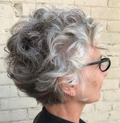 Kurzhaarfrisuren für natürlich gewelltes Haar über 60