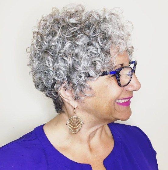 Frisuren für lockiges Haar über 50