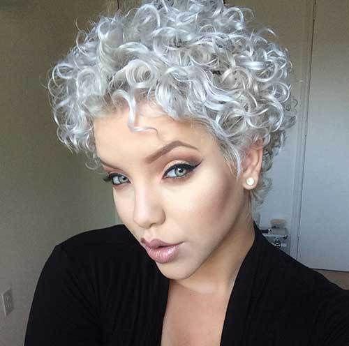 Frisuren für lockiges Haar über 40