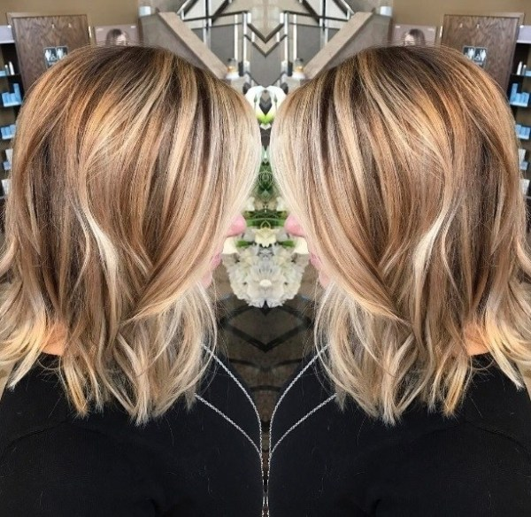 Women medium hairstyle with curly long blonde haircut 2021 women