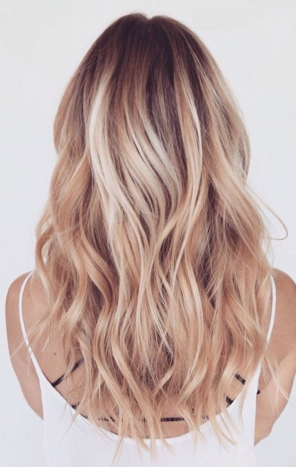 Layered blonde hairstyle for medium and long hairstyle women 2021