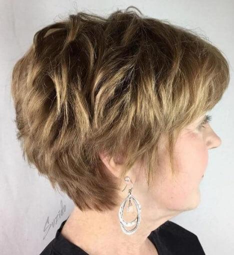 Kurzes Haar für über 60 rundes Gesicht