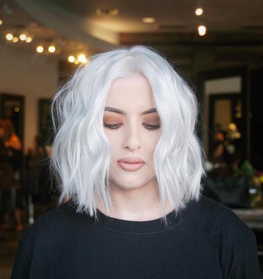 kühle weiße Haarfarbe