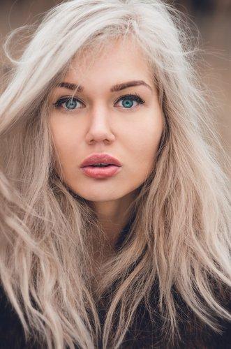 warmweiße Haarfarbe