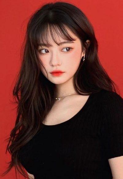schulterlanges molliges Gesicht koreanisches Haar