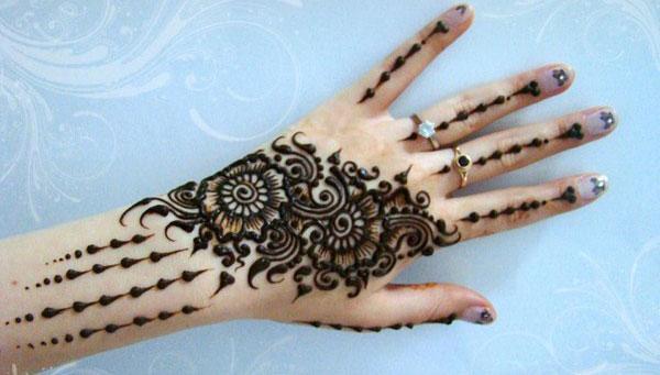 Stilvolles neues arabisches Mehndi-Design