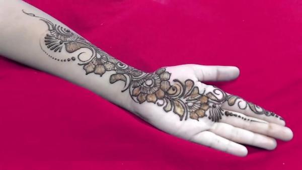 Einzigartige arabische Mehndi Designs