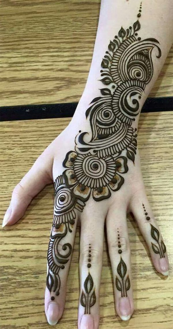 Fantastische indo-arabische Mehendi-Entwürfe