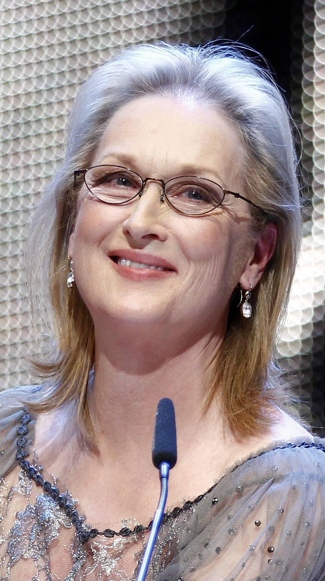 Graue Frisuren für über 80 mit Brille