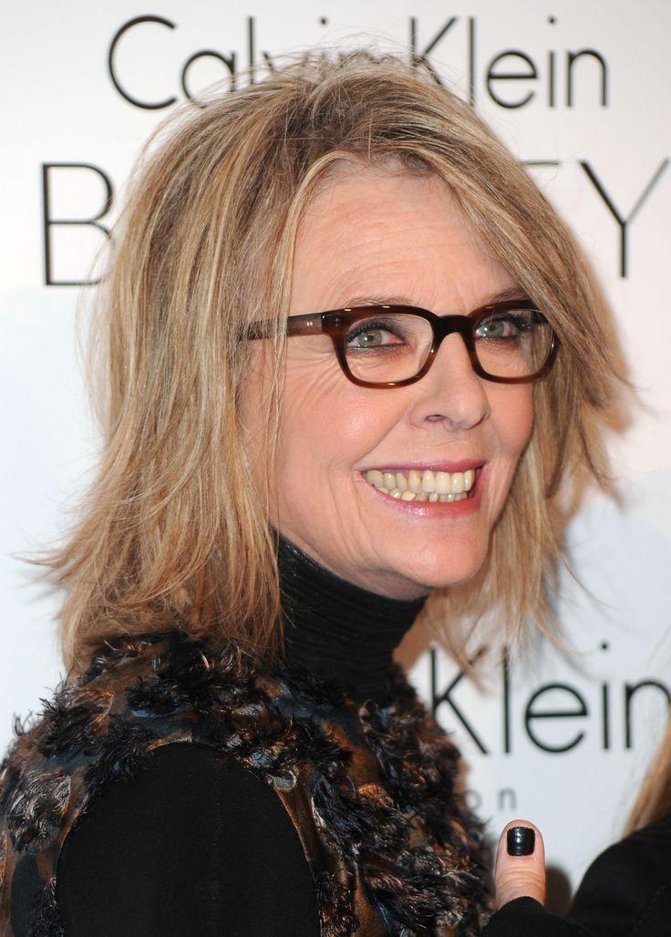 alte über wiegen Frauenhaarschnitt mit Brille