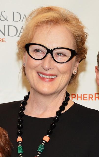 neue Frisuren für ältere Frauen mit Brille
