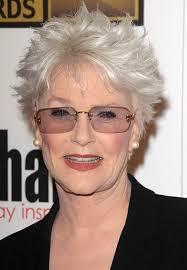 Graue Frisuren für ältere Frauen über 75 Jahre
